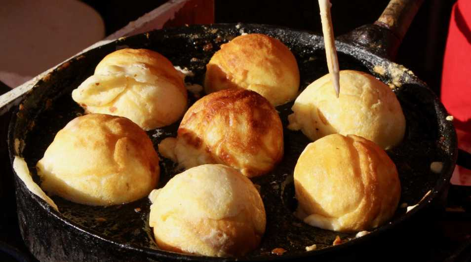 Æbleskiver under bagning