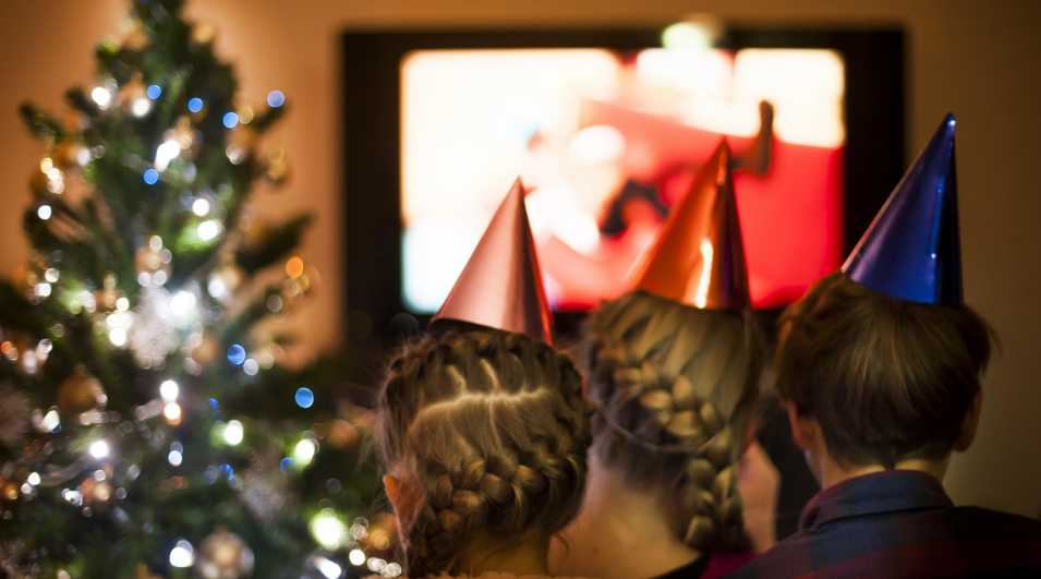 Children Watching TV on a Christmas Eve Children Watching TV on a Christmas Eve By: CasarsaGuru